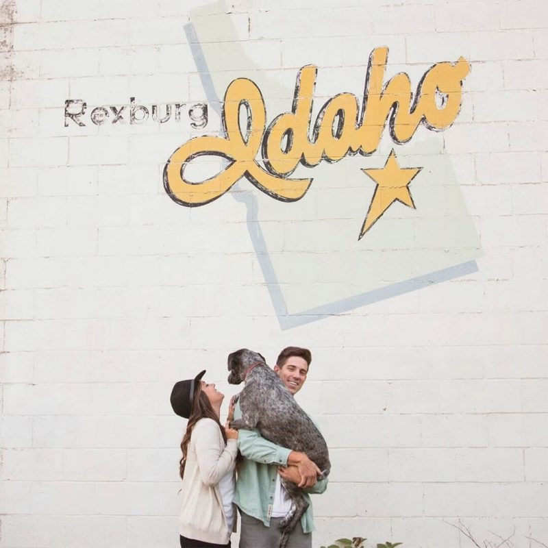 10 Insta Worthy Walls for Engagement Photos