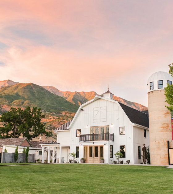 30 Barn Wedding Venues in the Rocky Mountains